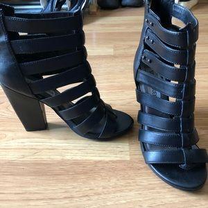 Black strappy sandal heal.